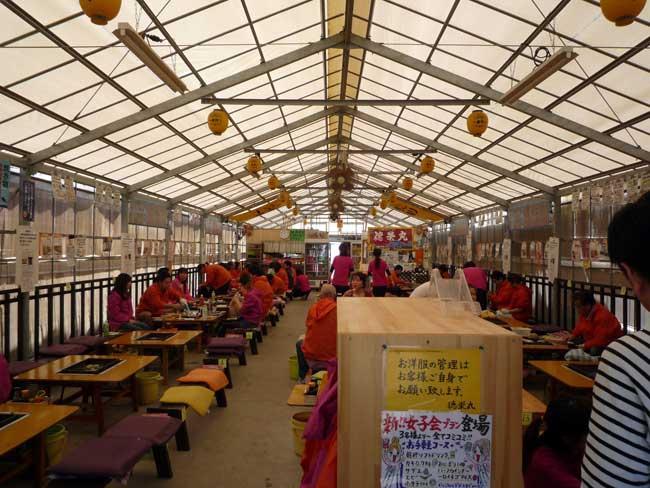 牡蠣小屋 徳栄丸の店内