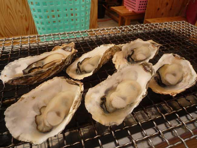 正栄 船越漁港の牡蠣小屋